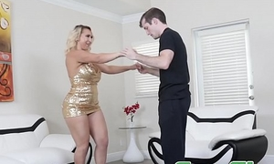 Glamorous mom Nina Kayy bouncing on stepsons unpremeditated horseshit